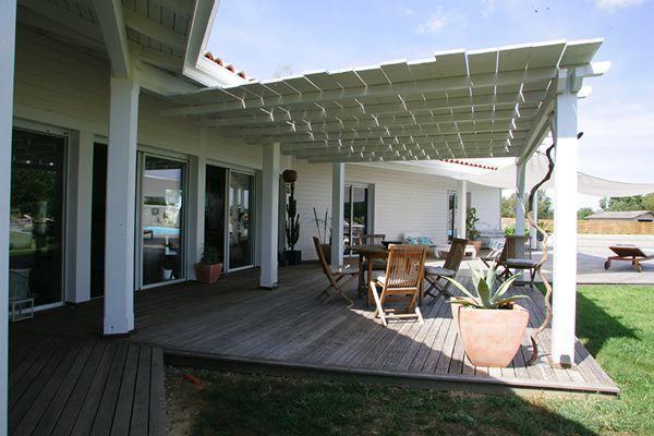 Terrasse couverte en bois blanc deco decoration design architecture plancher jardin bois