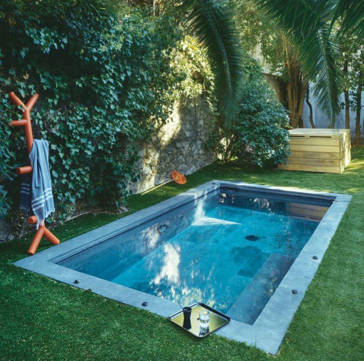 Un bassin dans le jardin idee ete amenagement exterieur jardin deco dccv piscine