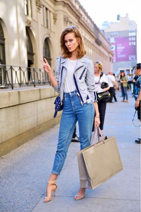 Love the casual vibe of this outfit: boyfriend jeans, nude sandals, and a gray jacket.: