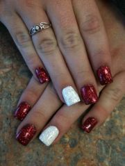 red acrylic nails with glittery