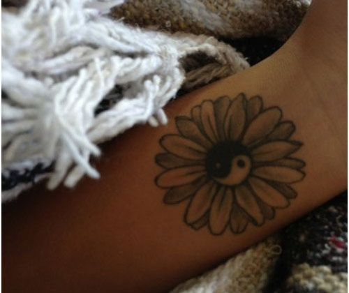 Love the petals on this daisy. I would change the middle to normal and add the words I want around it