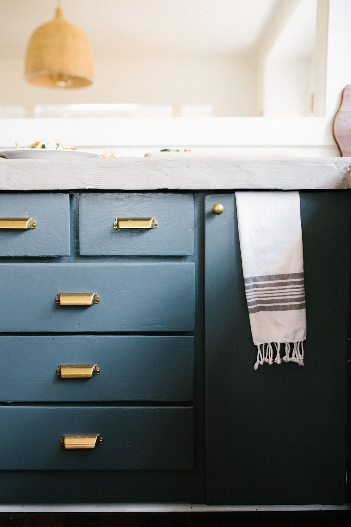 Cabinet paint Color Farrow and Ball Downpipe Drawers