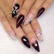 1000 stiletto nails