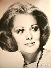 1969 symmetrical bob hairstyle