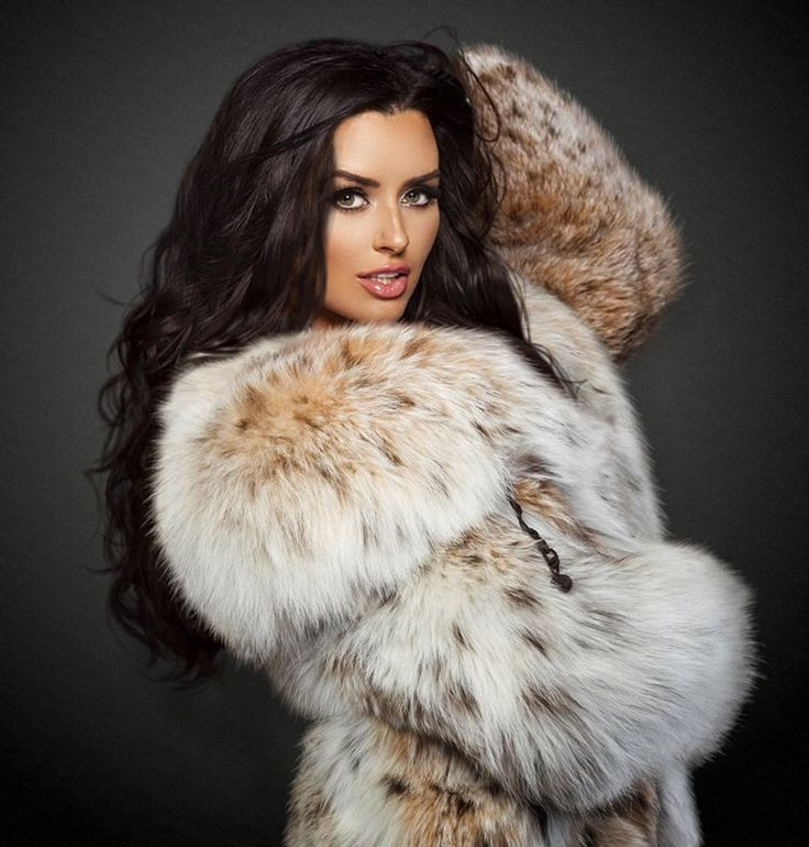 wolfinskin  Abigail Ratchford in lush lynx for a fan