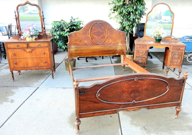 ANTIQUE Solid Wood FULL Size Bedroom SET W/ Mirrored