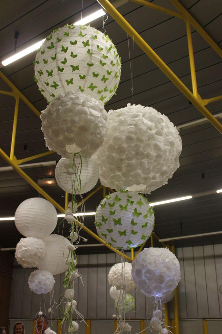 boules chinoises et fleurs en papier de soie pour un bel effet lumineux  Papier  Pinterest