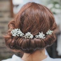 Love the gypsophila on the brides hair | ~g y p s o ...
