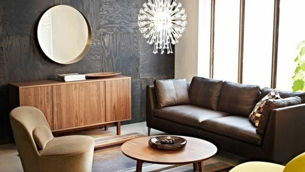 Rundes Spiegel braunes Sofa und groe Fenster im Wohnzimmer  Wohnzimmer einrichten modernes