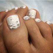 white toe nail art manikurika