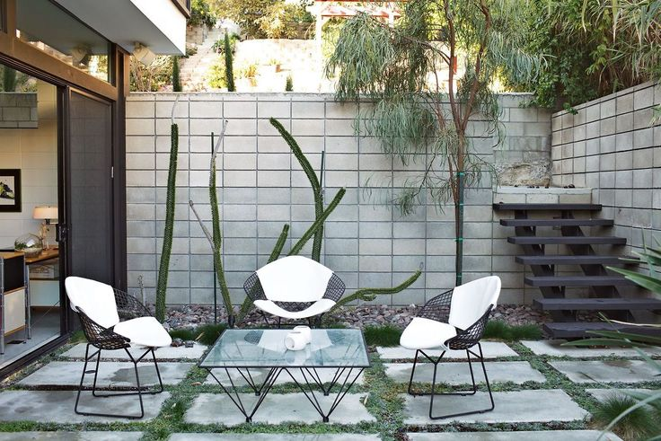 Mid Century Modern Courtyard With Concrete Pavers And