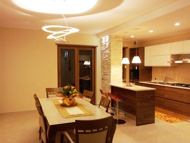 Sala da pranzo  Dining Room esempio di illuminazione per una saladapranzo Artemide pierce