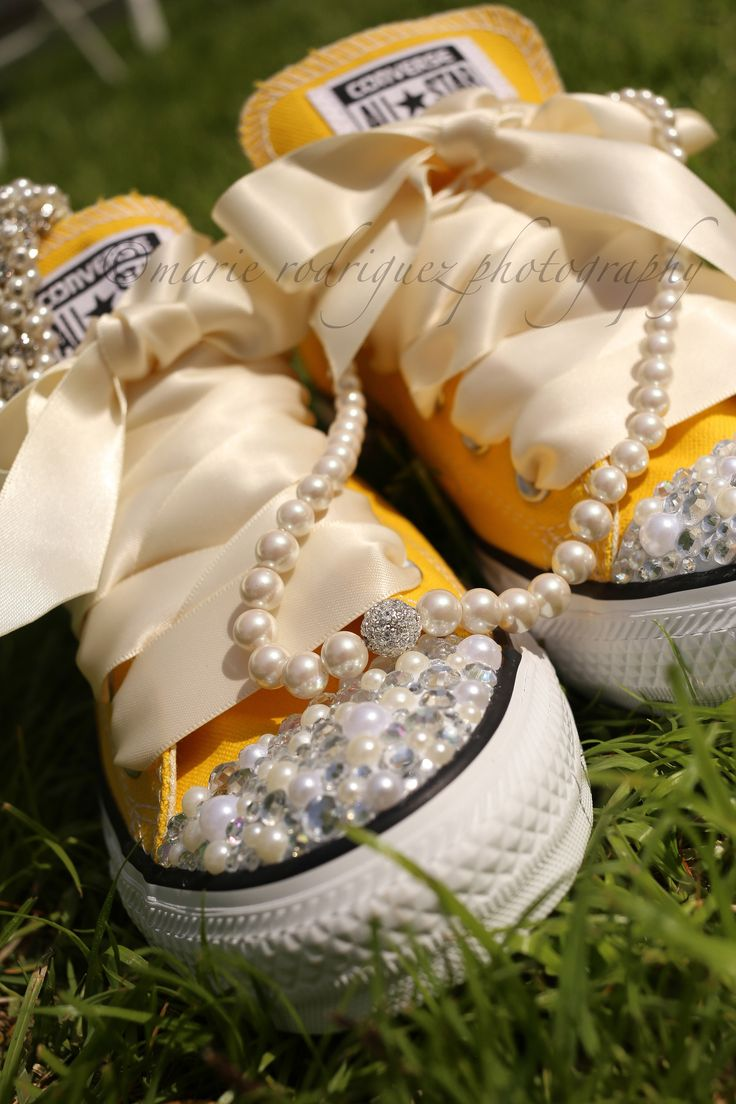 wedding Chucks bedazzled Converse tennis shoes sneakers pearls necklace green grass Charleston