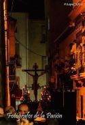 La noche de Linares presencia el paso del Cristo de la Buena Muerte por la añeja calle Rosario, momentazo de esta Semana Santa de Linares 2015