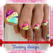 toes nail with colorful design