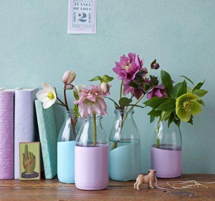 Flaschen in Farbe tauchen  Glasflschchen oder -vasen steht die Farbe wie angegossen: Einen Teil der Gefe in Dosen mit mattem