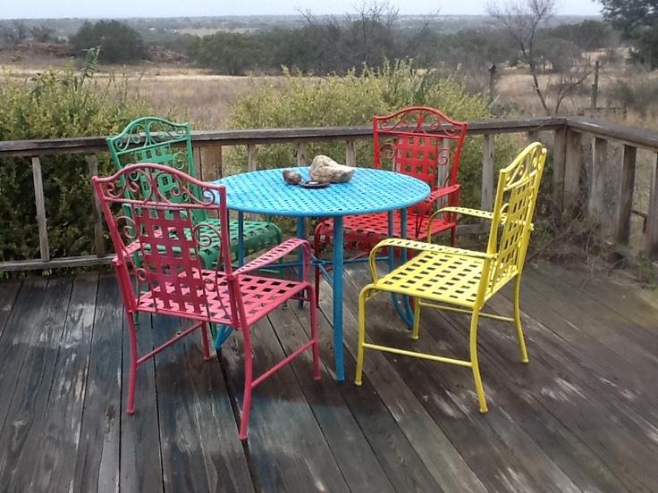 Spray Paint Outdoor Furniture For A Fiesta Look! DIY Ideas