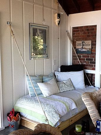 This daybed is so cool. No feet or legs on it… It's 2 x 4's. Think that room has a lovely charm. Looks like a great reading