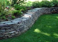 pennsylvania bluestone drystack wall. This would be nice ...