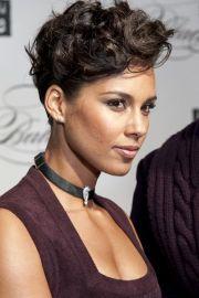 alicia keys - gorgeous short curls