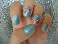 Ombre nail art with glitter and starfish