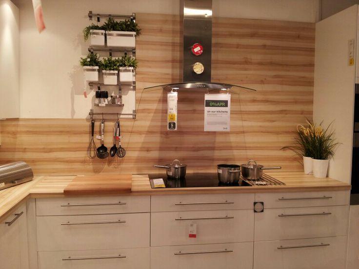 Beautiful wood grain splashback Worktop used as