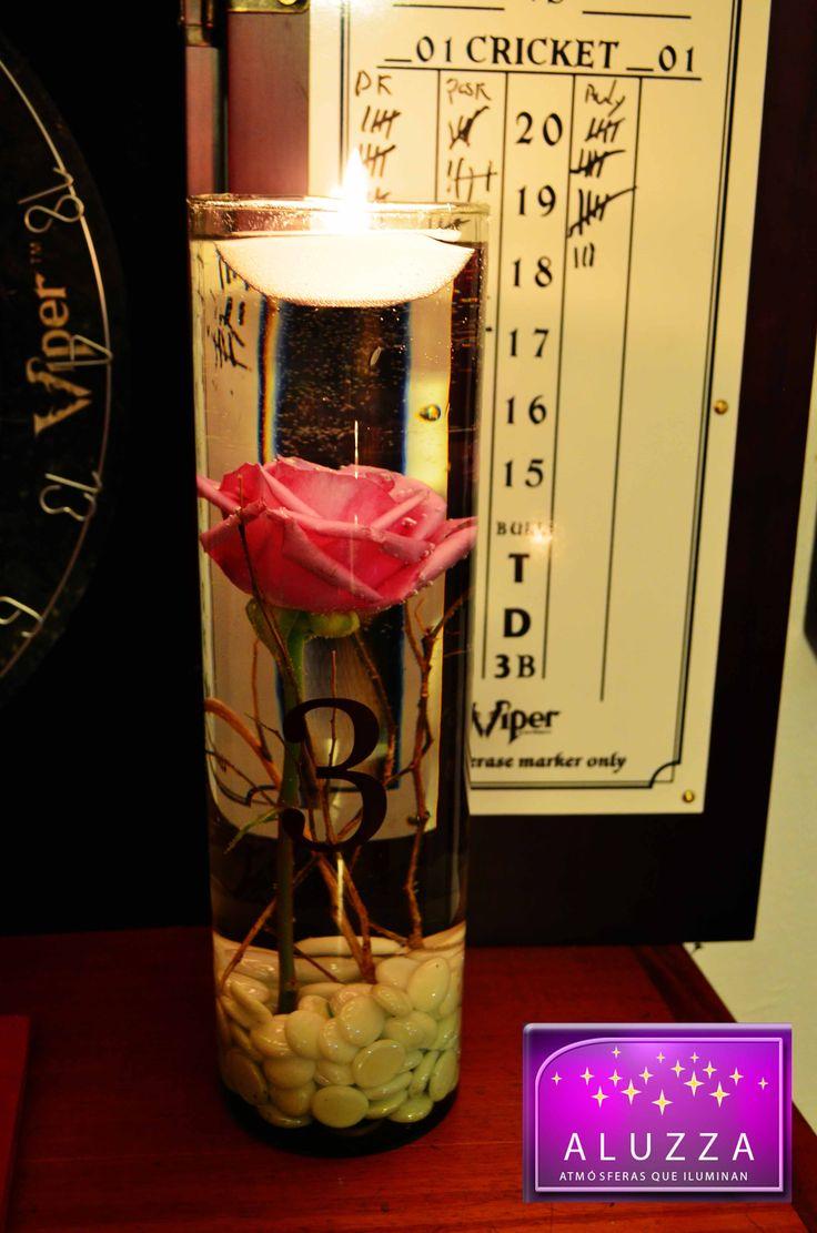 Centro de mesa con velas flotantes y flores sumergidas ALUZZA  Centerpieces Arreglos
