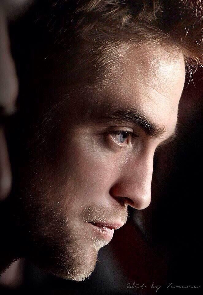 17 Best images about RoBeRt PaTtErSoN on Pinterest  Twilight Robert pattinson and Eyes