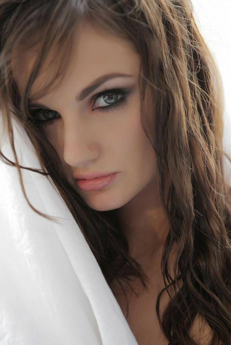 Falling Feathers Wallpaper Lily Carter Lily Carter Pinterest Lily Carter