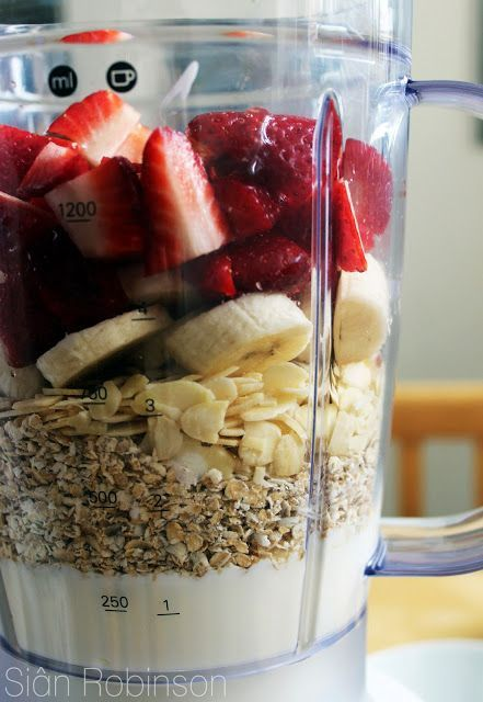 Healthy Fruit and Oat Smoothie 1 cup quartered strawberries 1 sliced banana 1/4 cup raw almonds 1/2 cup of oats 1 cup low-fat