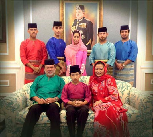 Sultan Ibrahim Ismail of Johor with his family Raja