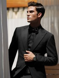 This is one clean tuxedo! Although it opts for high peak