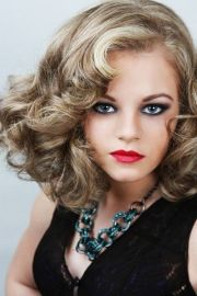 gorgeous retro medium length hairstyle