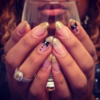 Pointy round nails. Pink glitter French tip. Bow tie love ...