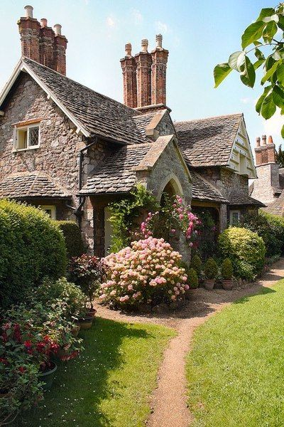 cb5422dd7626e97442be031041f08e50 - THE MOST BEAUTIFUL ENGLISH COTTAGES PICTURES STUNNING ENGLISH COUNTRY COTTAGES AND HOMES IMAGES
