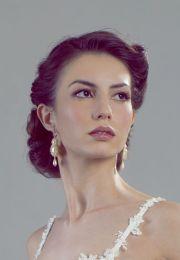 elegant retro bridal hairstyle