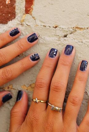 Navy blue nails – This fashion