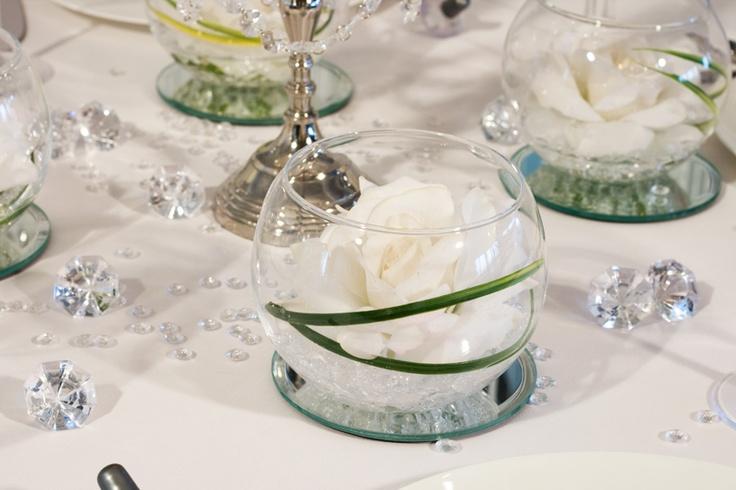 weie Rosen im Glas  Tischdekoration Klassik Kristall  meinehochzeitsdekode  Kristall