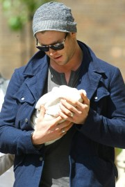 This picture melts our hearts because India Rose is so teeny-tiny. And Chris Hemsworth is so...Thor-like!