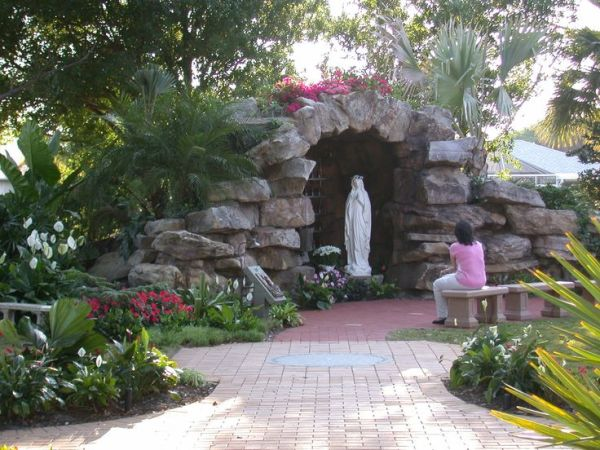 1000 mary grotto