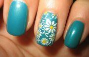 daisy nail art design detail spring