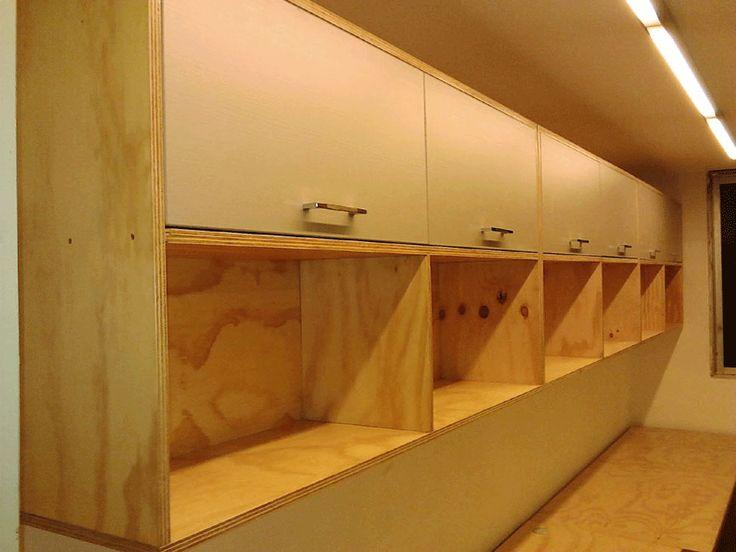 Estante areo ideal para archivadores realizado en