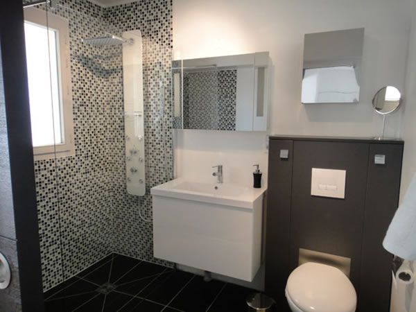 1000+ Ideas About Small Bathroom Designs On Pinterest