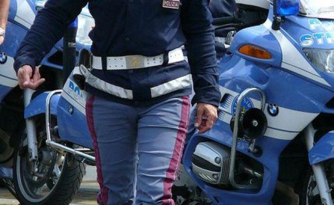 Italia Police Polizia Italia Italian S In Uniform