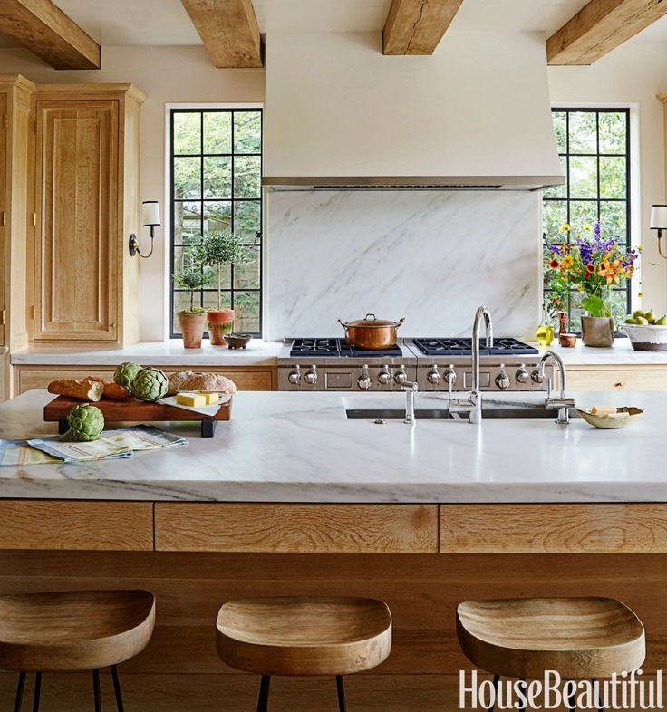 A Sunny Tudor Gets A Kitchen Revamp That S Just Modern