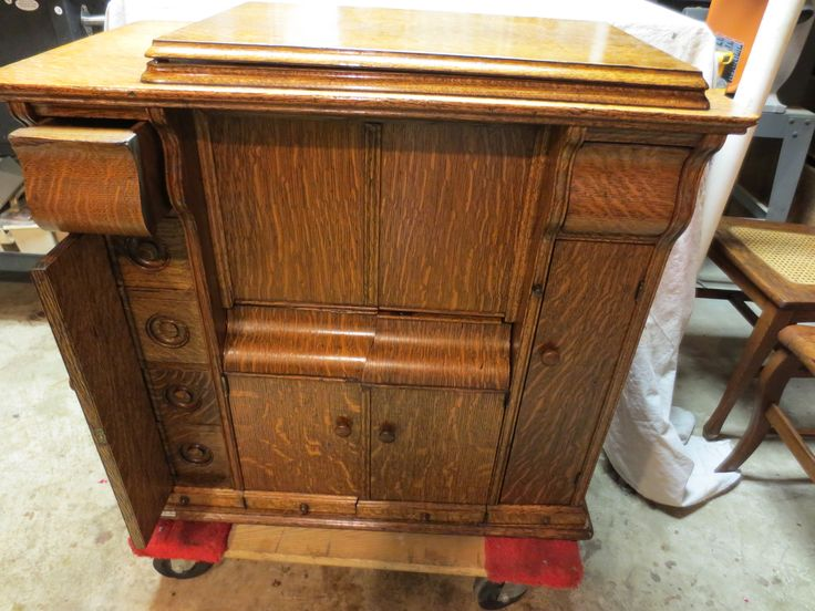 Early 1900s Singer Treadle Tiger Oak Drawing Parlor Sewing