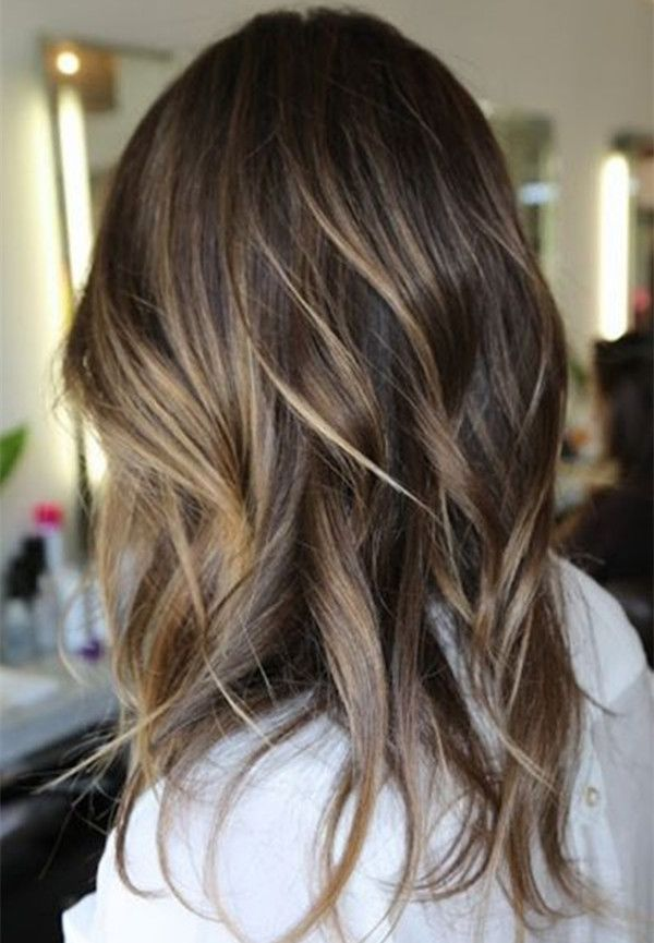 Dark brown ombre hairstyle with bright highlight,natural beach waves