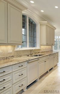 25+ best ideas about Traditional Kitchens on Pinterest ...