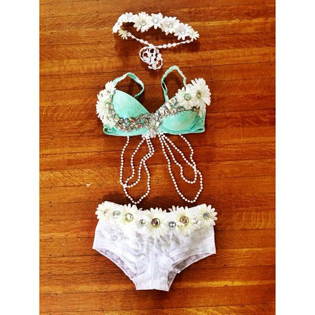 Mint and white daisy rave outfit