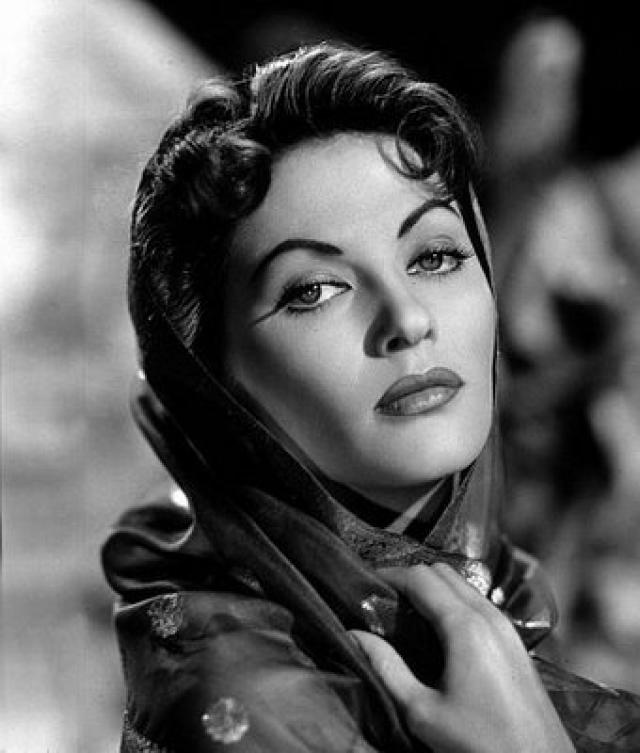 18 best images about Yvonne de Carlo on Pinterest  Posts Actresses and Singers